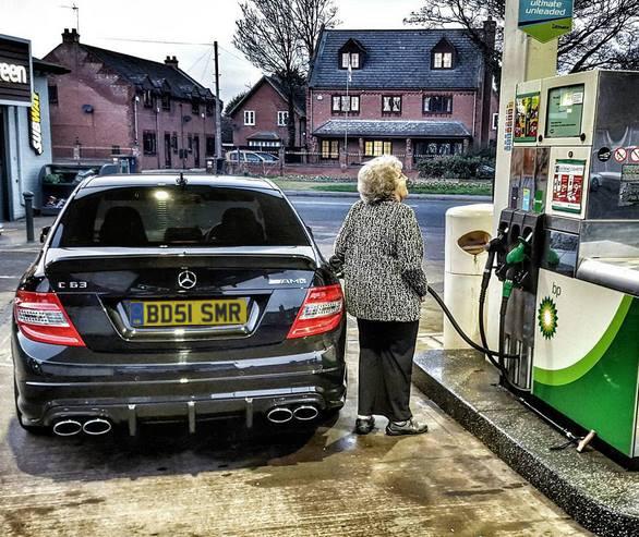 Typowy widok nastacji benzynowej wWielkiej Brytanii